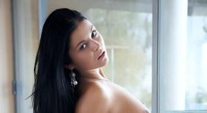 Karima, exotische vrouw met grote tieten, frontaal naakt