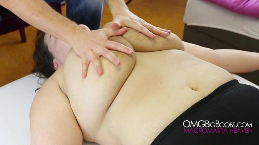 deskundige massage enorme borsten