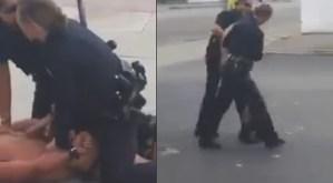 Vrouwelijke politieagenten vs naakte man