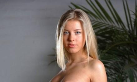 Barbara, schattig, lief, onschuldig, blond en naakt