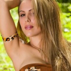 Katie Banks is Jane, in het plaatselijke bos