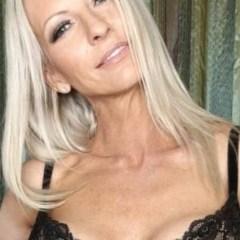 Blonde Sally, 45 jaar, knap en grote tieten wil sex