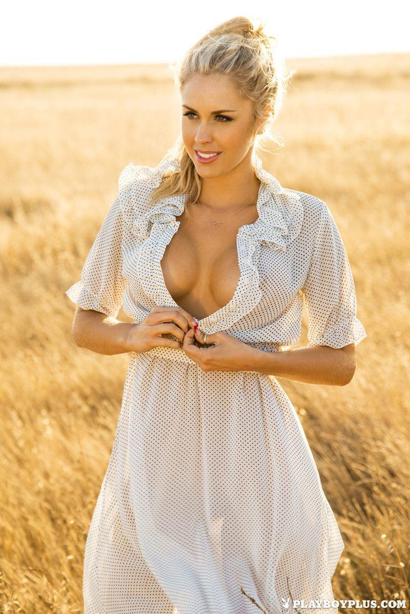 kayla-rae-reid-blonde-babe-naakt-buiten-05