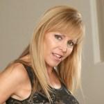 Een blote mature milf met grote tieten, Nicole Moore