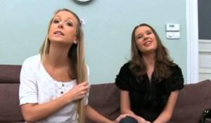 Twee jonge vrouwen willen pornoster worden