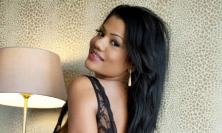 Sophia Lares, ebony schoonheid, in sexy lingerie