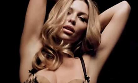 Abby Clancy gaat naakt voor dag 16 van de Love Magazine Advents Kalender 