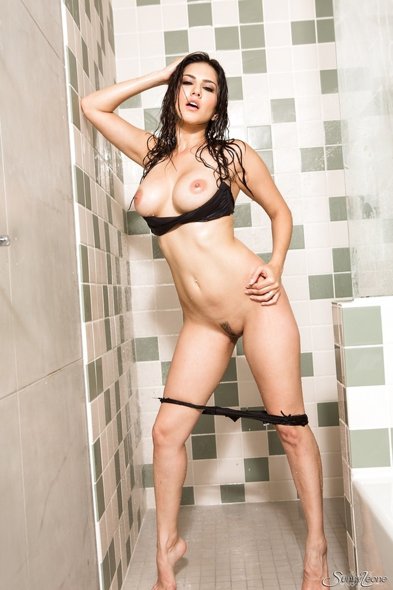 sunny-leone-naked-in-the-shower-15