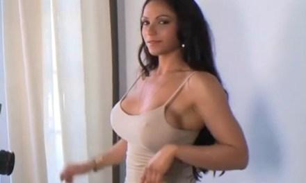 Martha la Croft heeft seks met de pornofotograaf
