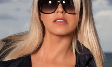 Naakte Vrouwen, van een zonnebril babe tot tepelpiercings