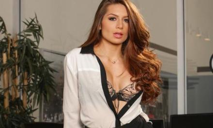 Veronica Vain, geile secretaresse in sexy lingerie