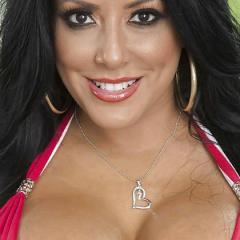 Kiara Mia, grote kont en grote tieten, doet aan anale sex