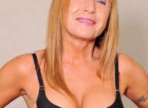 Oma wordt geneukt en andere oma laat lingerie zien
