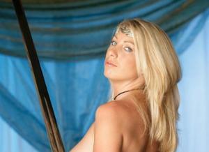 Fantasy Girl Yenieva wil je wel aan je lans rijgen