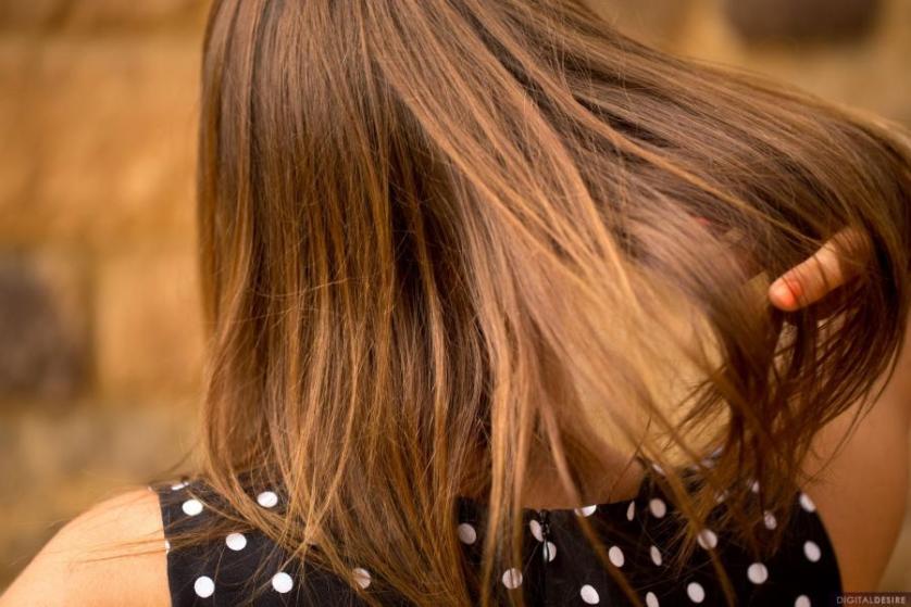 kinsley-eden-knappe-brunette-gaat-naakt-0002