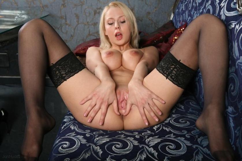 mandy-dee-grote-tieten-blond-en-naakt-12