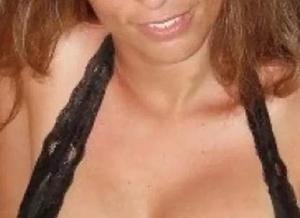 Vrouw van 48 jaar, grote borsten vindt seks heel belangrijk
