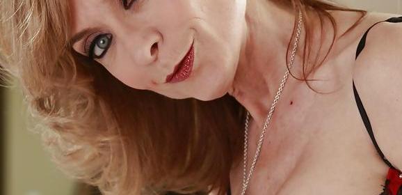 Oma wil sex, ze versiert de nieuwe jonge buurman