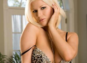 Amanda English een naakte schoonheid om van te genieten