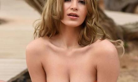 Naakte Vrouwen, van een oranje bikini tot bloot op het strand