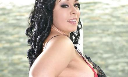 Anastasia Lux, dikke geile vrouw, wordt geneukt bij het zwembad