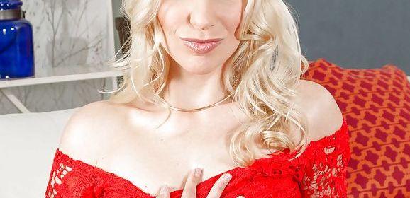 Ashley Fires, geile stiefmoeder heeft sex met stiefzoon