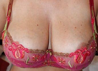 Gezette vrouw, 41 jaar en enorme grote tieten, zkt een borstenman