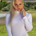 Veronica gaat naakt bij het meer
