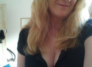 Vrouw met grote borsten zkt een goed sexleven