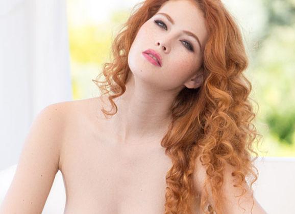 Naakte Vrouwen, van een babe met rood haar en krulletjes tot buiten de bikini uit
