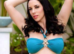 Jelena Jensen heeft haar dildo mee naar het zwembad genomen
