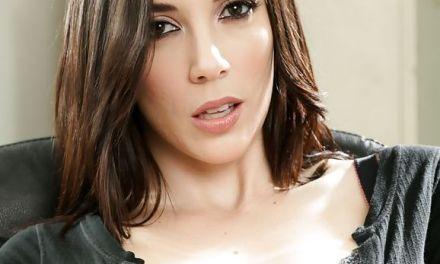 Jelena Jensen heeft geile lesbische sex met vrouwelijke CEO