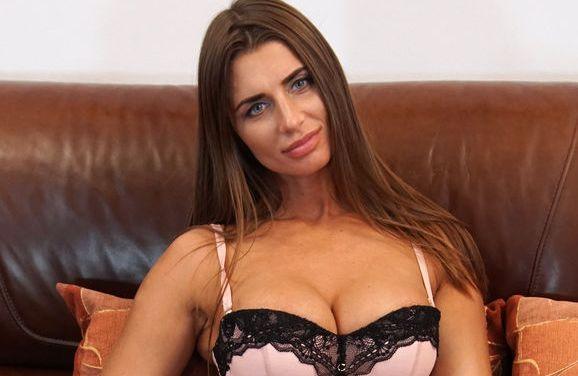 Lia Lucky, geile Russische milf met grote tieten, is aan het masturberen