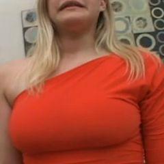 Roxy Lovette, lekker blondje, heeft graag een piemel in haar mond