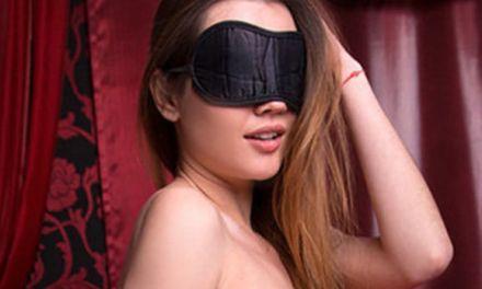 Naakte Vrouwen, sexy zwarte lingerie, een masker en meer