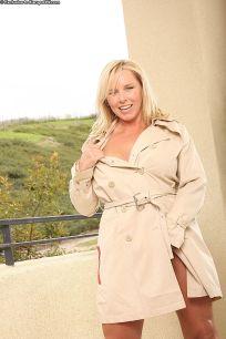 Lacey-Love-heerlijke-blonde-mature-milf-naakt-08