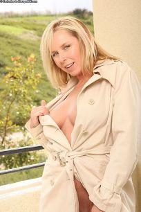 Lacey-Love-heerlijke-blonde-mature-milf-naakt-09