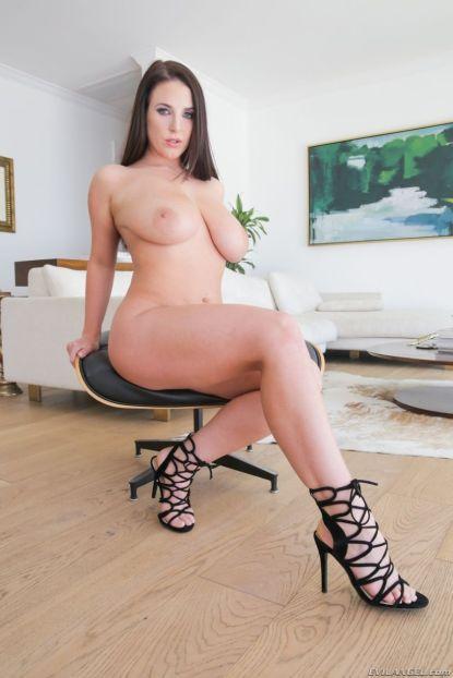 Angela-White-geile-brunette-met-grote-tieten-12