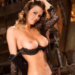 Playboy Playmate November Tiffany Taylor trekt haar lingerie uit