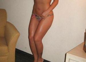 Knappe Cubaanse vrouw, 40 jaar en topless, is op zoek naar seks