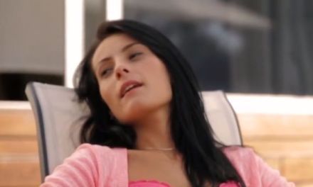 Lexi Dona heeft erotische ochtendseks op een zonnige morgen