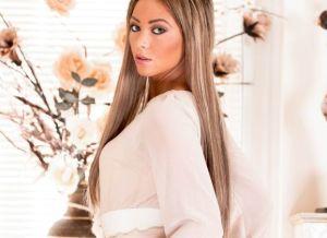 Natalia Forrest is lekker in witte lingerie