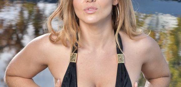Natasha Nice, mooie volle rondingen, krijgt sperma op haar gezicht