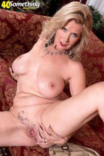 Laura-Layne-knappe-mature-babe-met-grote-borsten-14