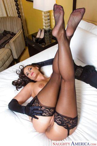 Phoenix-Marie-mature-babe-sexy-lingerie-10