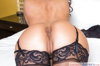 Phoenix-Marie-mature-babe-sexy-lingerie-11
