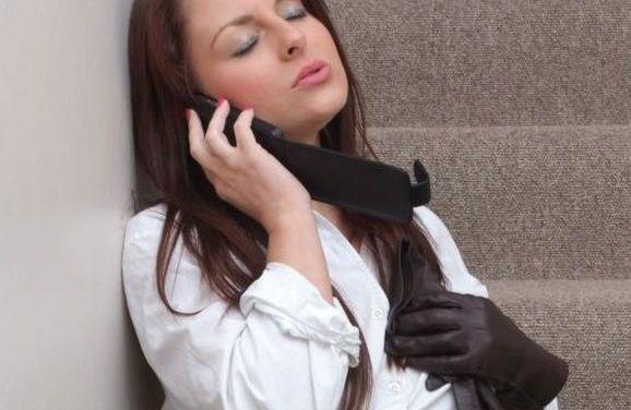 Naakte Vrouwen, van leren handschoenen tot jarretels en een dildo