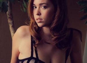 Danni Summers, knappe tiener in sexy zwarte lingerie