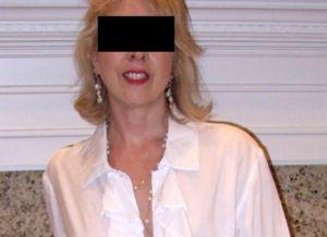Agnesje, knappe getrouwde oma van 65 jaar, wil haar seksleven nieuw leven inblazen
