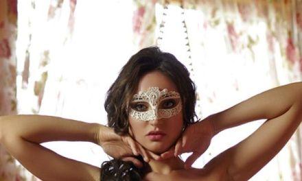 Melanie, de naakte vrouw achter het masker